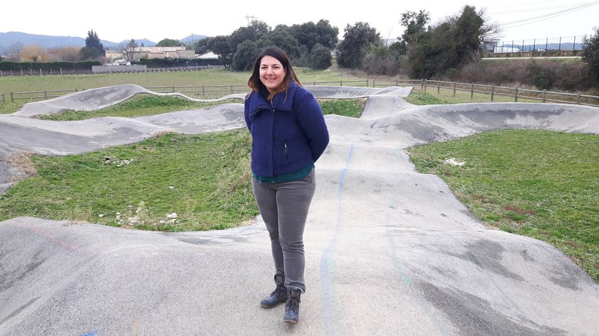 Sophie Valla rédacteur territorial pour la commune de Vénéjan s'occupe également de la communication du village sur le pumptrack