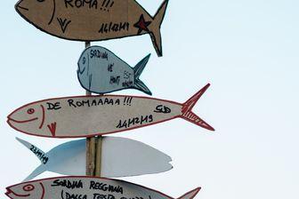 La sardine est le symbole de ce nouveau phénomène citoyen en Italie, qui tente de mobiliser un sursaut citoyen contre la montée de l'extrême droite.