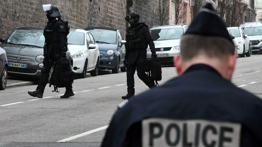 Trois personnes au total ont été interpellées lors de l'opération du RAID