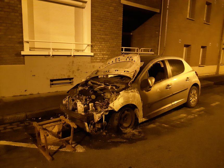 Une voiture a déjà été incendiée dans la nuit de mardi à mercredi rue de Cagny