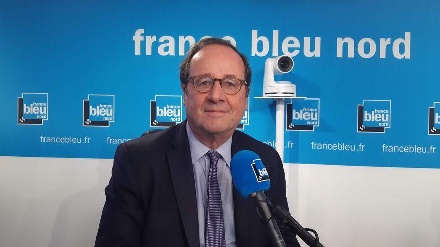 François Hollande, dans les studios de France Bleu Nord, à Lille, le 11 novembre 2019