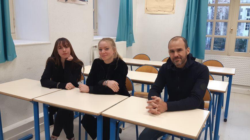 Marine, Mila et leur professeur d'histoire Nicolas Guider ont  visité le Struthof au printemps dernier.
