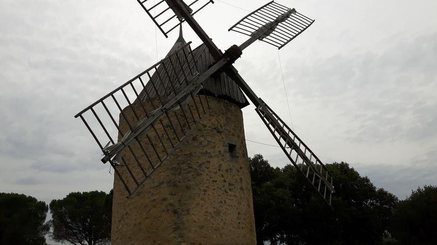 Moulin à vent originel qui à fonctionné une centaine d'années réhabilité fin 1999 début 2000 par la volonté de la municipalité
