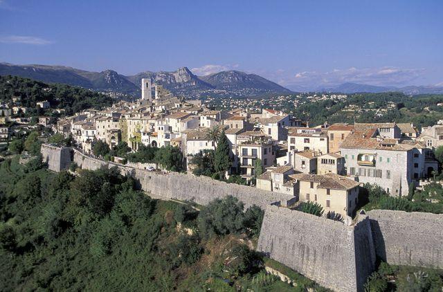 La commune de 3 500 habitants accueille chaque année 2 millions de curieux.