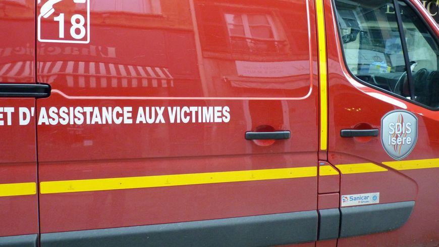 Une sortie de route et deux collisions frontales cette nuit en Isère