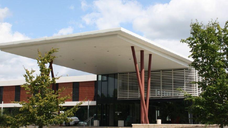 L'entrée de l'hôpital de Chinon, touché par un plan d'économies par l'ARS
