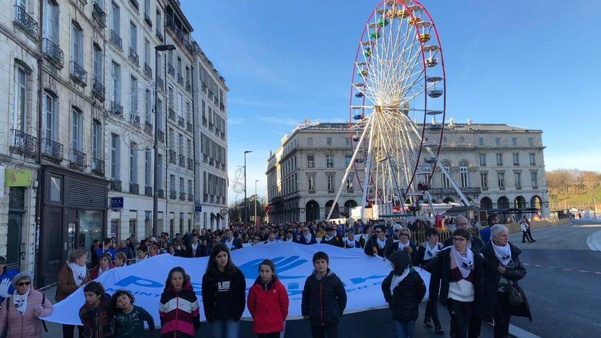 Le cortège a traversé Bayonne, en passant par la mairie avant de rejoindre la scène installée place de la République, quartier Saint Esprit