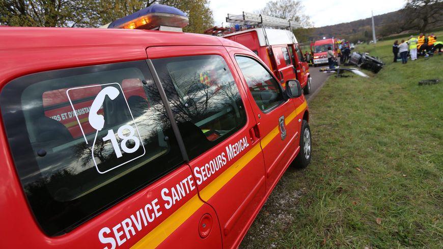 La collision frontale entre une voiture et un motard a fait un mort et un blessé grave à Thil à l'ouest de Toulouse