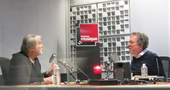 France Musique, studio 361... Jean-Jacques Debout, auteur-compositeur-interprète & Benoît Duteurtre, producteur de l'émission (g. à d.)