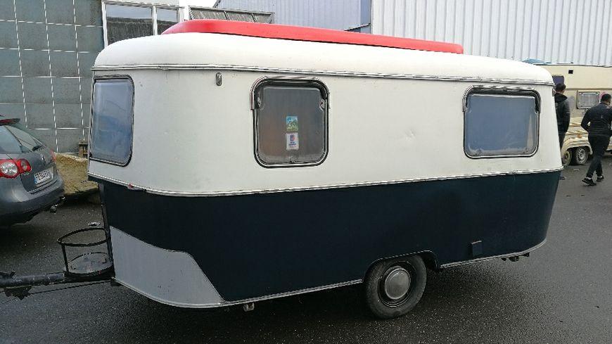 La police nantaise a retrouvé la caravane à Saint-Herblain, en partie repeinte.