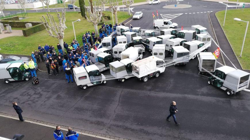Les salariés de l'AIA ont manifesté symboliquement devant leurs locaux