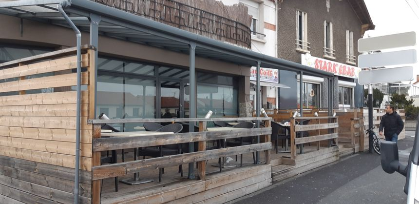 Deux hommes encagoulés ont fait irruption peu avant 21 heures dans le bar à chicha