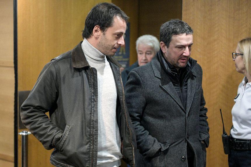Matthieu Farcot (gauche), victime de Bernard Preynat et partie civile, accompagné de son avocat Me Jean Boudot, au troisième jour du procès de l'affaire Bernard Preynat au tribunal correctionnel de Lyon.