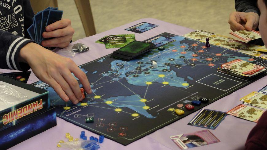 Des centaines de personnes se sont prises aux jeux à Mont-de-Marsan pour son tout premier festival de jeux de société
