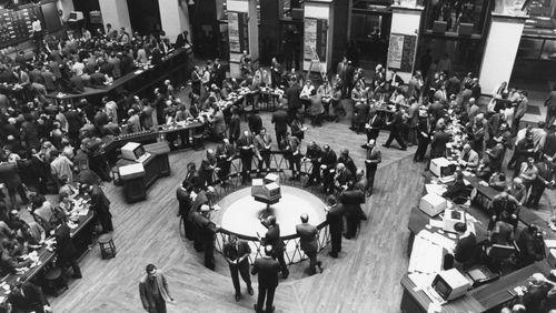 Place de la Bourse (1/4) : La Bourse ou la banque : un match historique