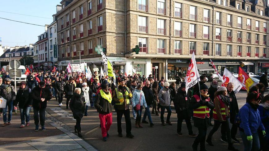 Des manifestants dans les rues de Lorient le vendredi 24 janvier