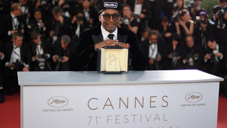"""La réalisateur américain Spike Lee a reçu le Grand Prix dui Festivald e Canens pour son film """"BlacKkKlansman""""."""