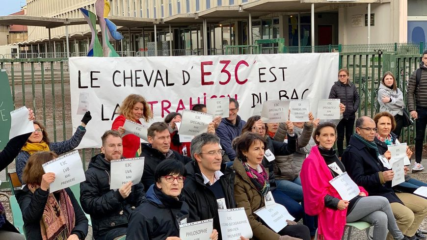 Les professeurs du lycée Camille Vernet de Valence (Drôme) mobilisés jeudi 30.01.20