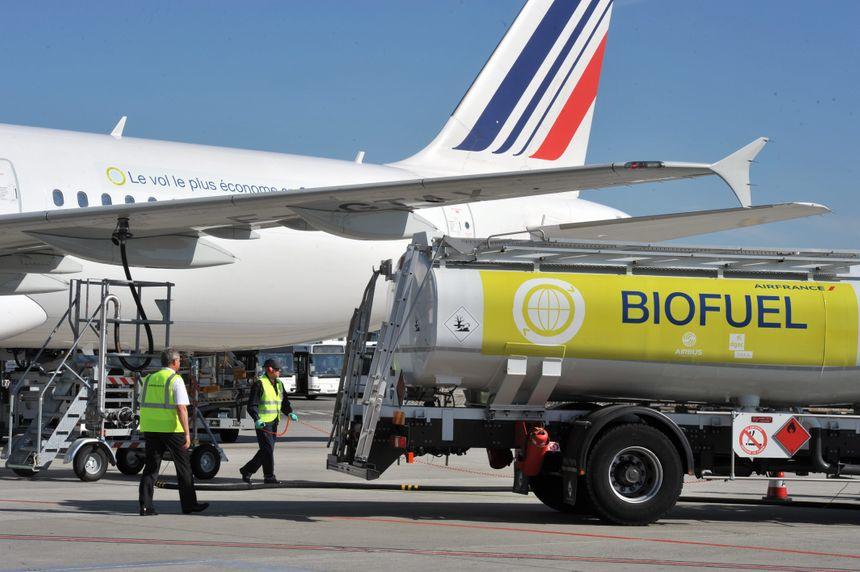 Premier vol commercial d'Air France en 2011 au départ de Toulouse utilisant du biocarburant durable