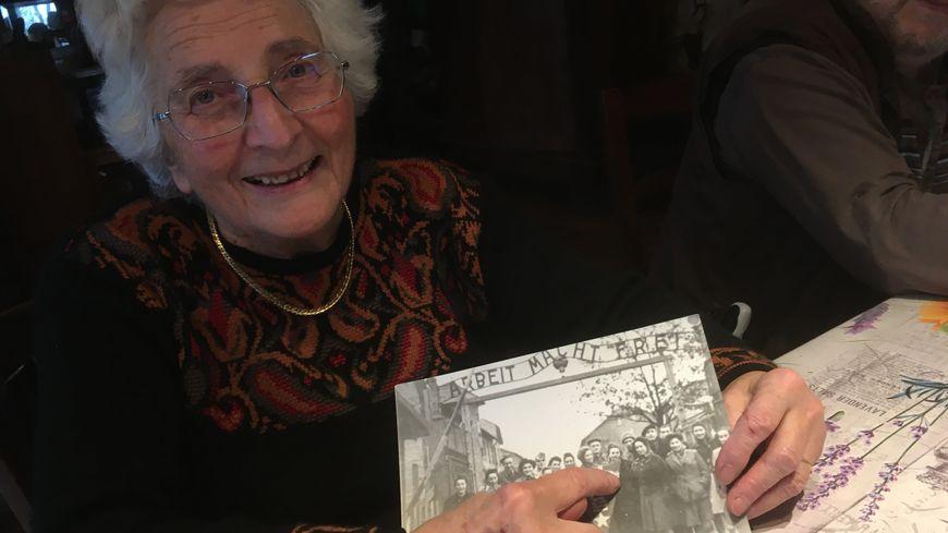 Irène Sapir a récupéré une photo de sa mère restée à Auschwitz pendant quelques semaines après la libération du camp