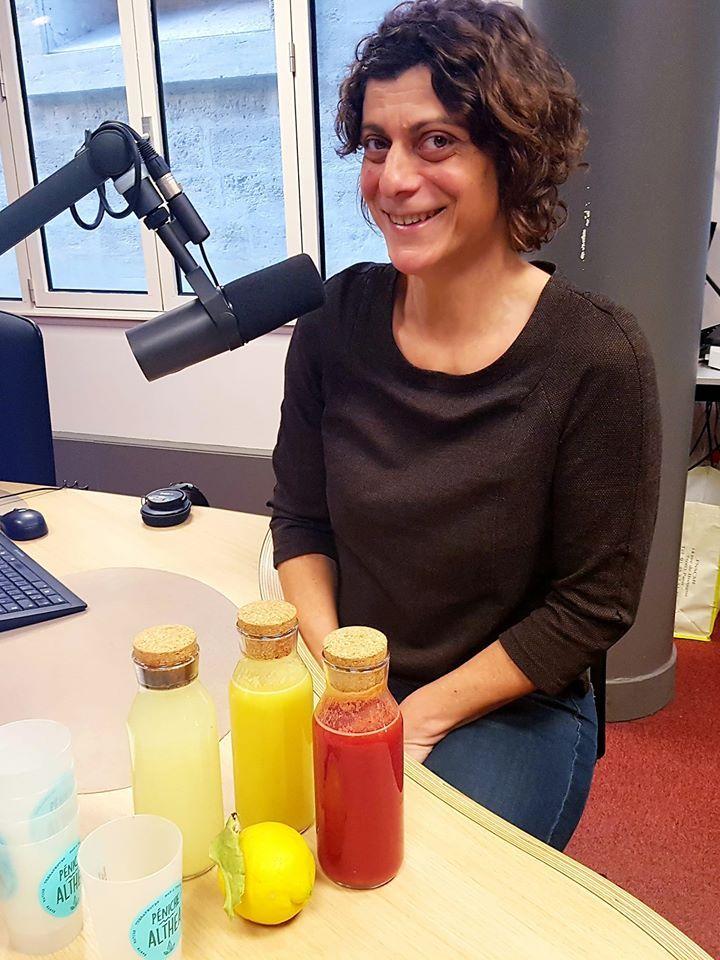 Séverine Durmaz, créatrice de la péniche Althéa, responsable du bar à jus.