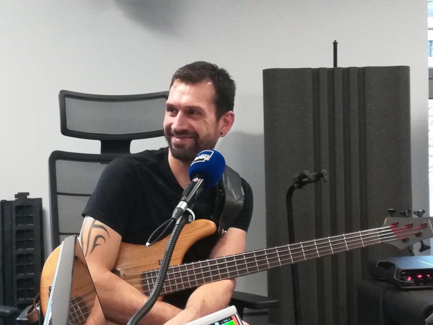 Iban DUPEROU , bassiste du groupe Atsegin