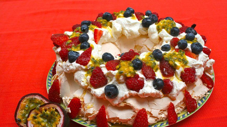 Une pavlova réalisée en Australie (qui avec la Nouvelle Zélande dit être le berceau de ce dessert)