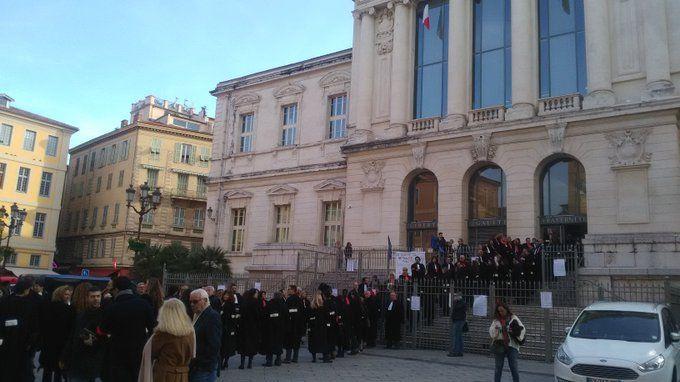 Les avocats niçois manifestent devant le TGI de Nice