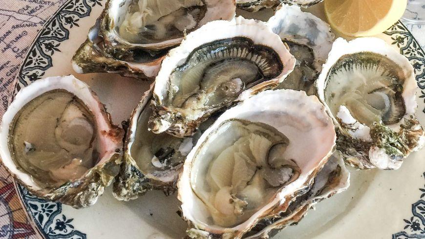 Une assiette d'huîtres