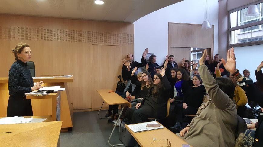 Réunis en assemblée générale ce lundi, les avocats des Deux-Sèvres ont largement voté la poursuite de la grève