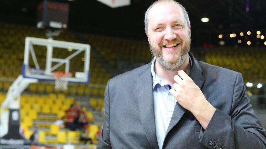 Frédéric Weis, ancien basketteur de l'équipe de France et du Limoges CSP, s'engage en politique sur la liste de gauche PS-PC-ADS et citoyenne.
