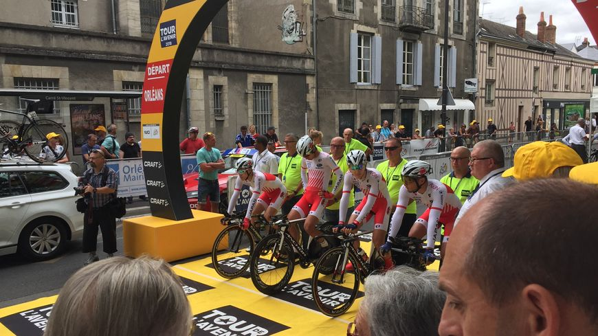 Départ du Tour de l'Avenir à Orléans en 2018