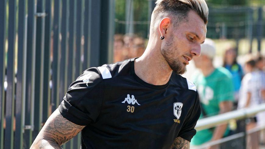 Alexandre Letellier, gardien de buts jusque là sous contrat avec Angers SCO, arrive à Orléans ce lundi 27 janvier