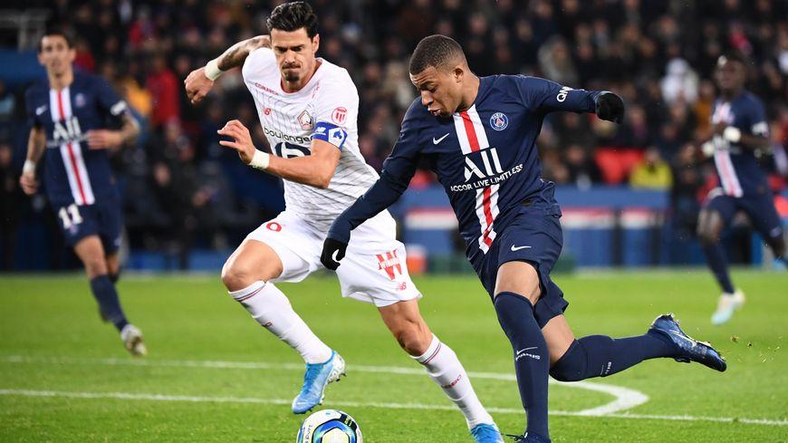 Kylian Mbappé, au duel avec le capitaine lillois, Fonte, au match aller sur la pelouse du Parc