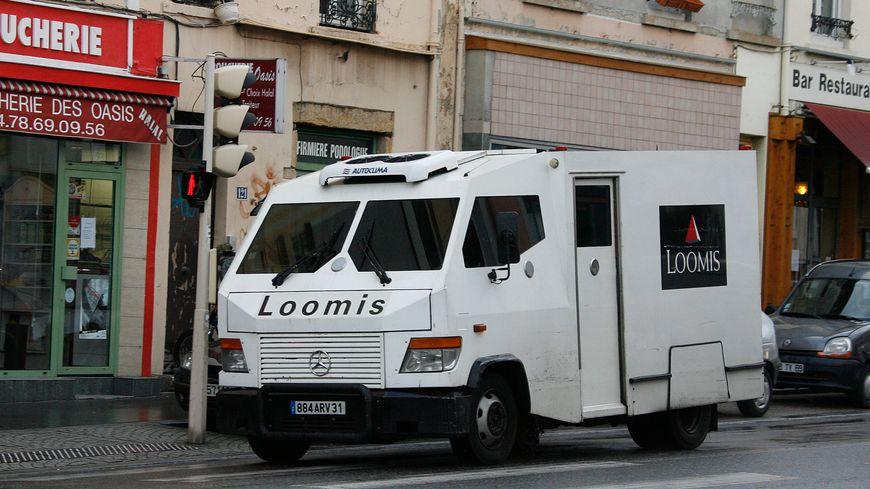 Le camion accidenté à Cuzion dépend de la société de transports de fonds Loomis