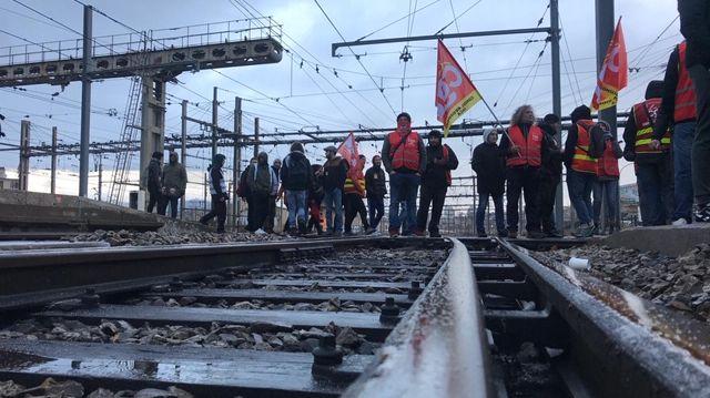 Les manifestants sur les voies ce vendredi matin en gare Saint-Charles