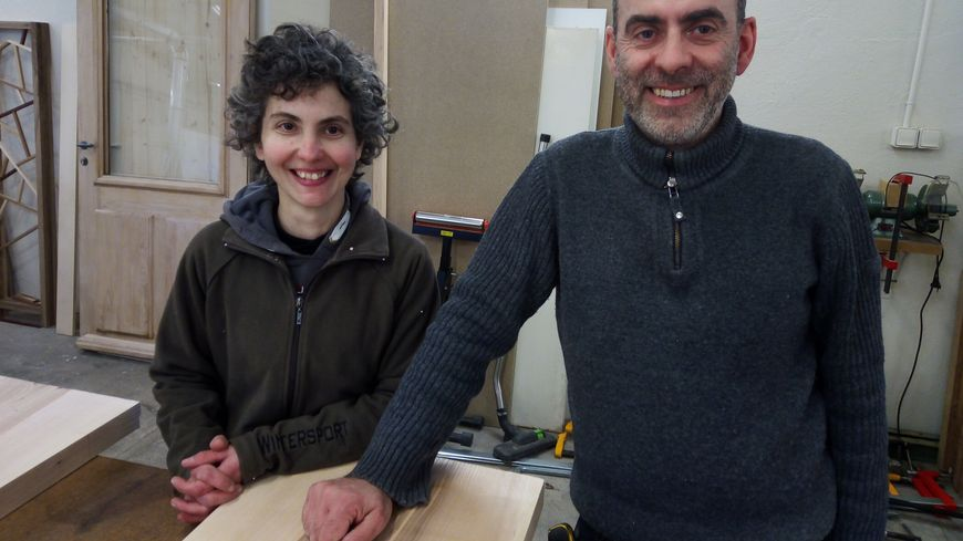 """Laure Philippe et Charles Soto les heureux associés de """"Bois et Co"""" à Carpentras."""