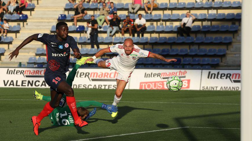 Au match aller, Gaëtan Courtet (ici à droite) dès la 9ème avait inscrit au stade Gaston-Petit, l'unique but de l'Ac Ajaccio c'était pour le compte de la 4ème journée de ligue 2