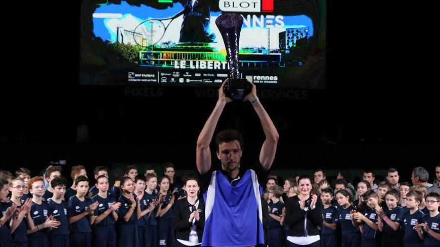 Arthur Rinderknech est le premier français a soulever le trophée depuis 2013.
