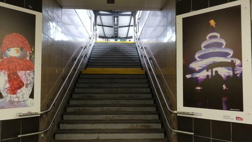 Les escaliers sont souvent le seul moyen d'accès aux quais de la gare de Dijon