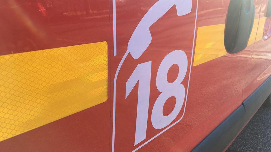 Véhicule des sapeurs-pompiers. Sauxillanges (Puy-de-Dôme), le 12 janvier 2020.