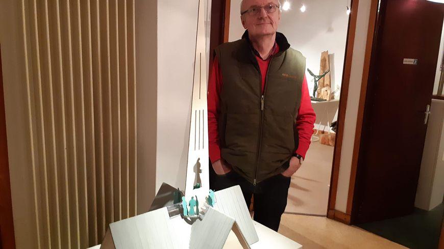 Claude Klimsza a déjà réalisé les maquettes de la future flèche de la cathédrale, telle qu'il l'imagine. Il est prêt pour participer au concours international.