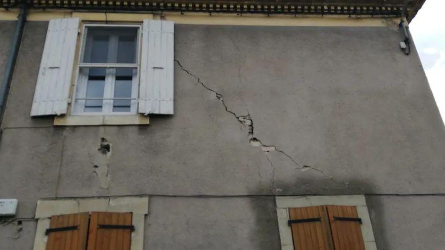 Un bâtiment fissuré au Teil en Ardèche