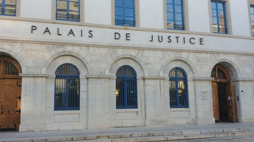 Le palais de justice de Valence. Illustration