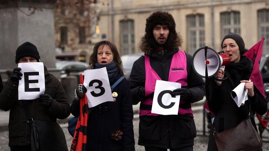 Enseignants manifestant contre la nouvelle formule du baccalauréat