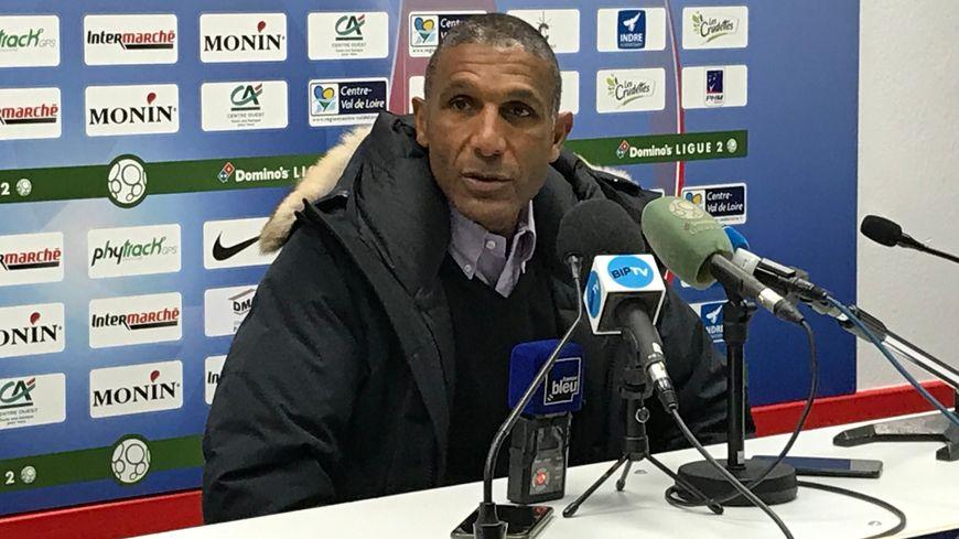 Franck Passi en conférence de presse.