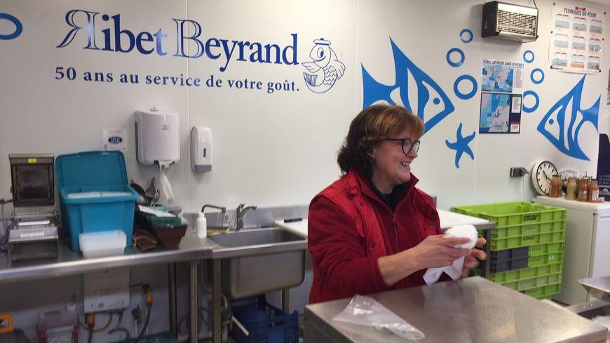 Sylvie Tramont représente la maison Ribet Beyrand aux Halles Carnot.