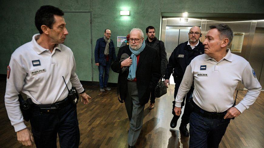 Arrivée au tribunal de Bernard Preynat au troisième jour du procès de l'affaire Bernard Preynat au tribunal correctionnel de Lyon