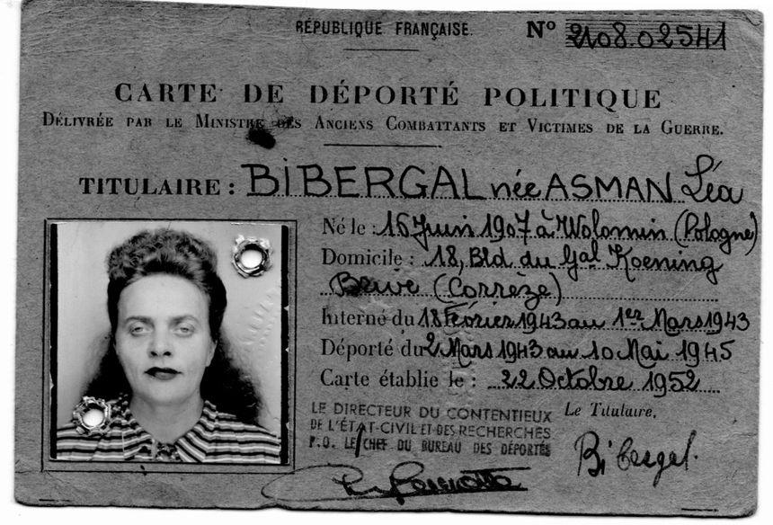 """La carte de déportée de Léa Bibergal porte la mention """"politique"""" comme pour la plupart des juifs"""