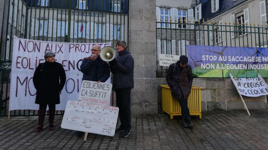 Les militants sont partis de la mairie de Guéret vers 11h30 pour manifester devant la préfecture de la Creuse.